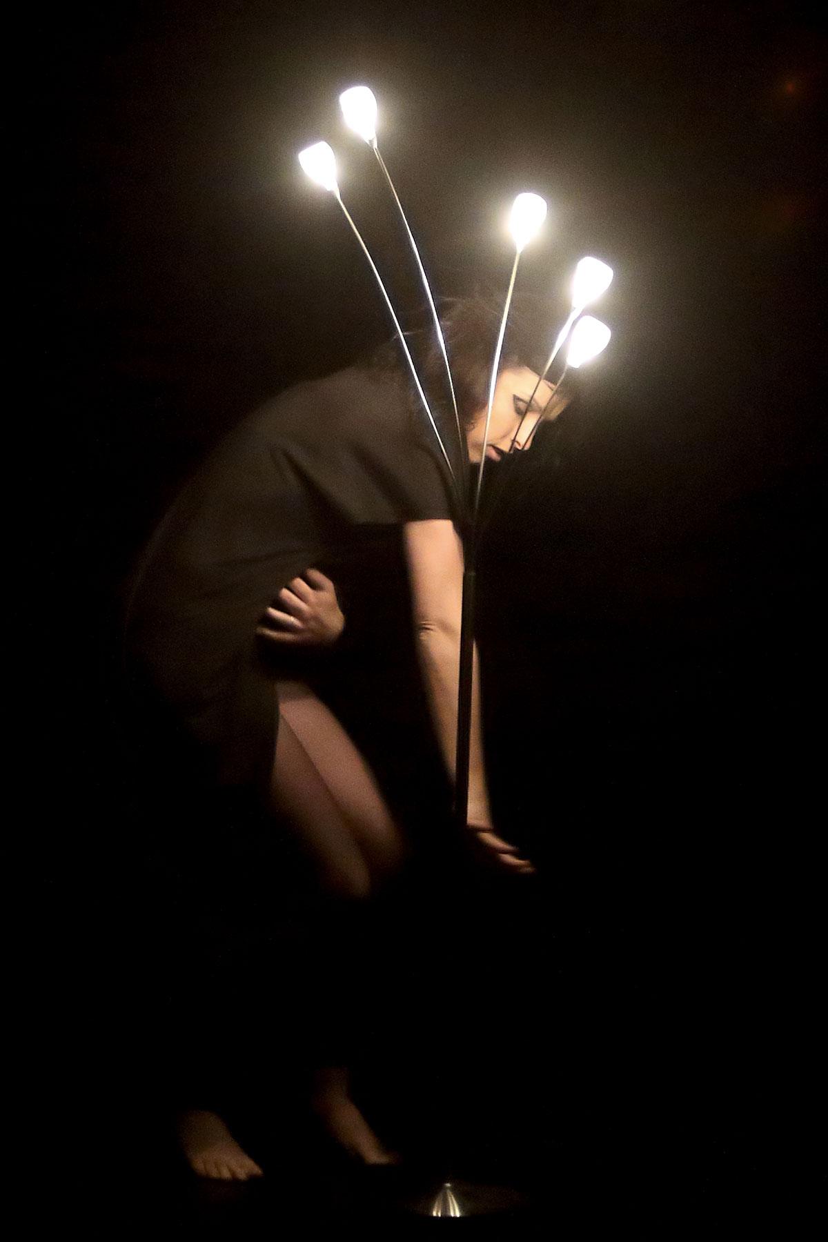 Photo de Christel Fournié sur scène, professeur de l'école de danse KHD à mont de marsan